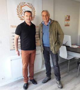 Stéphane Thébaut en tournage à l'agence La Maison Des Travaux La Baule