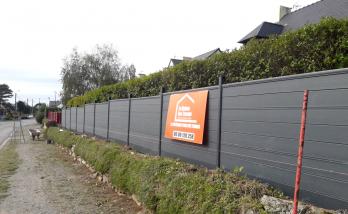 Pose d'une clôture panneaux alu