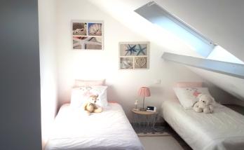 Petite chambre pour enfants sous combles