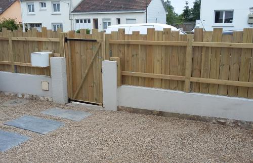 Création d'une clôture en bois